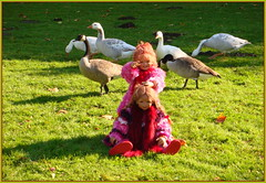 Gans ..... schön pink ... (Kindergartenkinder) Tags: kindergartenkinder annette himstedt dolls tivi sanrike gans vogel