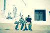 Escudería principal. (elojeador) Tags: dibujo graffiti hombre pareja joaquín josé yeste cuadrado joaquínyeste josécuadrado joaquínyesteortega josécuadradoleón vicar ventana reja farola cable comida elprincipito donquijote demcalflaren