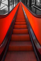 Die glühende Rolltreppe / The glowing escalator (André Schlüter Photography) Tags: rolltreppe escalator zechezollverein zollverein nikon d750 ruhrmuseum essen nrw ruhrgebiet ruhrpott deutschland germany unesco worldheritage weltkulturerbe symmetrie