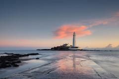 st mary's lighthouse (Derek Robison) Tags: lighthouse northumberland landscape stmaryslighthouse dawn seascape whitleybay longexposure uk sea sunrise