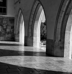 Arcos & Sombras (César Vega-Lassalle) Tags: castillo sintra portugal olympus omd em5 lumix leicadg architecture monochrome microfourthirds m43