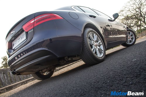 Jaguar-XE-Diesel-14
