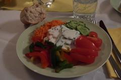 Rohkostsalat und Joghurtsoße mit Baguette (multipel_bleiben) Tags: essen zugastbeifreunden salat rohkost sose