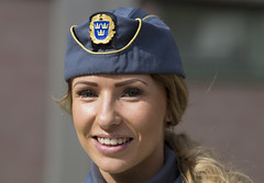 Security officer (Steffe) Tags: woman portrait streetportrait streetportraiture gatuporträtt smile babe beautiful handen haninge sweden ordningsvakt haningedagen yongnuo securityofficer happy