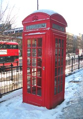 Telephone box in Islington London 28/02/18. (Ledlon89) Tags: london weather snow winter centrallondon gilbertscott phonebox phone telephonebox telephone callbox red coinbox telecom bt postofficephones oldlondon redbox islington angelislington northlondon