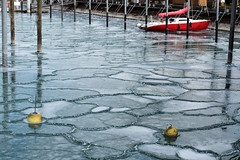 frozen 2 (Guy Goetzinger) Tags: rot ship ice frozen goetzinger d850 nikon glace hiver winter hafen port harbor eis cold red segelboot voilier structure graphisch 2018 weather
