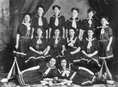 Ladies' class of the Bundaberg Gymnasium, 1909 (State Library of Queensland, Australia) Tags: gymnastics gymnasts calisthenics clubs dumbells sportswomen femaleathletes queensland statelibraryofqueensland slq