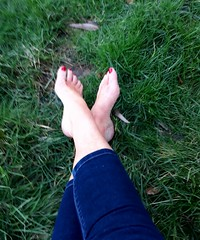 Bare feet on the grass (newport50) Tags: sexybarefeet sexy sexyfeet feet hotfeet ankles barefeet bare outdoors arched fetish pretty grass