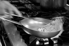 quattro salti in padella (luporosso) Tags: cucina kitchen padella cookingpan pasta cibo food italianfood italia italy fuoco fire ristorante restaurant