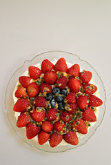 2018 Sydney: Fruity Cheesecake (dominotic) Tags: 2018 food dessert fruit cheesecake fruitcheesecake strawberry raspberry blueberry passionfruit circle red sydney australia