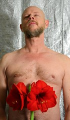 Home is where the heart is (mikael_on_flickr) Tags: homeiswheretheheartis mikael me i io ich moi ego self selfshot autoscatto selfportrait autoritratto flower fiore amaryllis torso front frontal aside latoa gay male man mann uomo homme hombre guy mec maschio maschile