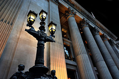 Londra (gianclaudio.curia) Tags: londra inghilterra luci notturno edificio colonne digitale d7100 nikon nikkor1685
