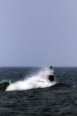 2008-07-05_19h12m44s (D_FOLLUT) Tags: balise houle mer vent tempete caillou rocher ocean vagues embruns