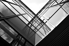 Geometría (Osruha) Tags: zaragoza saragossa aragón aragó españa espanya spain expo exposición exhibition geometría geometry arquitectura architecture ángulo angle blancoynegro blancinegre blackandwhite bw bn bnw líneas línies lines monocromo monochrome monocrom nikon nikonistas d750 perspectiva perspective flickr