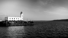 Scarborough Lighthouse (Derwisz) Tags: scarborough scarboroughharbour lighthouse scarboroughlighthouse sea seaside water england uk unitedkingdom yorkshire canon canoneos40d blackwhite bw blackandwhite