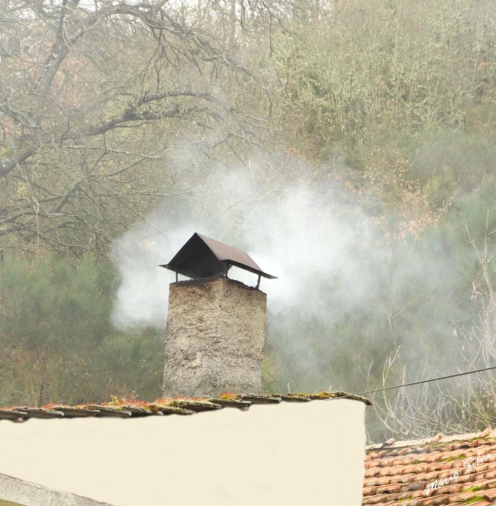 Águas Frias (Chaves) - ... sa chamenés ainda deitam fumo  ... lareira acesa ...