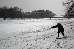 Snowboarding on a skateboard - Kensington Palace a Gardens (Luke Agbaimoni (last rounds)) Tags: london kensington palace snow skateboard snowboard winter sport