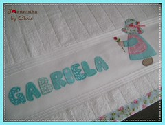 toalha de banho (Joanninha by Chris) Tags: enxoval feitoamão handmade bordado artesanato aplicaçãodetecidos patchwork embroidery toalhadebanho sunbonnet enxovalmenina
