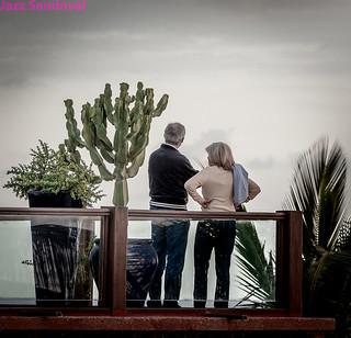 Contemplando el mar. Puerto del Carmen, Lanzarote, diciembre 2012.