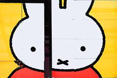 Tribute for Ninjte in Utrecht (Marco Braun) Tags: holland walart graffiti stencil streetart black white weiss blanche noire schwarz utrecht niederlande schablone pochoire netherland 2017 head kopf hase bunny gelb yellow jaune rot red rouge amsterdam holandniederlande