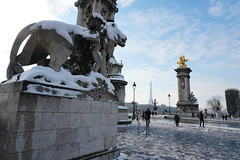 Paris in winter (Koutai) Tags: paris eiffel tower eiffeltower toureiffel pont alexandre iii bridge 3 winter snow white france iledefrance neige hiver europe sony alpha a6300 sonyalphaa6300