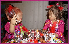 Prosit mit Sanrike ... (Kindergartenkinder) Tags: silvester kindergartenkinder annette himstedt dolls milina sanrike
