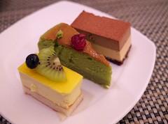 Which one would you like? : ) (Long Sleeper) Tags: sweets dessert food buffet breakfast hotel hilton hiltontokyo cake cakes fruit kiwi cheesecake matcha chocolate shinjuku tokyo japan dmcgx1