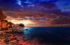 A Room with a View (Gio_guarda_le_stelle) Tags: sunset seascape italy tramonto calabria stretto mare sea clouds sky cielo nuvole afterglow crepuscolo sera tirreno borgo canon eos seaside playa mar blu blue