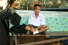 boy in his student uniform (the foreign photographer - ฝรั่งถ่) Tags: boy student uniform backpack sitting table khlong thanon portrait bangkhen bangkok thailand canon