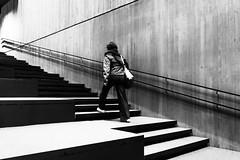 treppfauf (tan.ja1212) Tags: treppe stairs monochrom schwarzweis frau bücherei gent belgien stufen steps library beton concrete waalsekrook