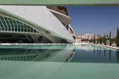 A day at the pool (michael_hamburg69) Tags: valència spain spanien valence espagne ciutatdelesartsilesciències ciudaddelasartesylasciencias stadtderkünsteundderwissenschaften architekt architect santiagocalatrava félixcandela cityofartsandsciences españa palaudelesartsreinasofía opera oper architecture architektur