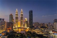 Kuala Lumpur in Blue (AdelheidS Photography) Tags: adelheidsphotography adelheidspictures adelheidsmitt bluehour cityview canoneos6d capitalcity citylights evening petronastowers malaysia skybar tradershotel asia city skyline skyscraper
