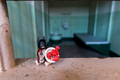 Bringing lobster to the bad guys (Ballou34) Tags: 2017 7dmark2 7dmarkii 7d2 7dii afol ballou34 canon canon7dmarkii canon7dii eos eos7dmarkii eos7d2 eos7dii flickr lego legographer legography minifigures photography stuckinplastic toy toyphotography toys stuck in plastic batman dccomics dc comics lobster prison cell alactraz island san francisco sanfrancisco california étatsunis us