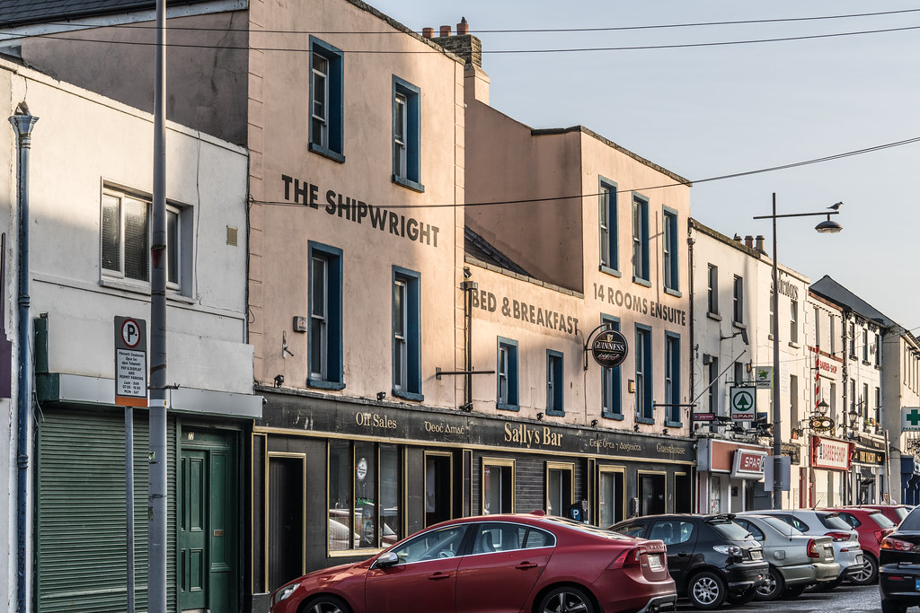 THE SHIPWRIGHT ABOVE SALLY'S BAR [THORNCASTLE STREET IN RINGSEND]-135519
