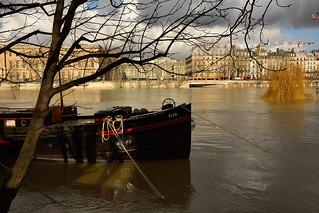 Paris /  Flood of the Seine  -2-