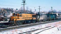 228_01_28 (2)_crop_cleanR (railfanbear1) Tags: mec bm dh u25b