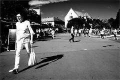 000434 (la_imagen) Tags: sw bw blackandwhite siyahbeyaz monochrome street streetandsituation sokak streetlife streetphotography strasenfotografieistkeinverbrechen menschen people insan light shadow licht schatten gölge ışık