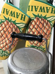 Vintage Hawaii kitchen, 2018 (Hizmiester2) Tags: antique aluminumware freezinghot freezinhot freezinghothongkong retro kitchenretro vintage hawaiiana