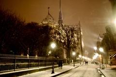 L'allée des Gargouille (Stéphane Emery) Tags: paris parisbynight snowfall chutedeneige neige france iledefrance street streetphotography streetphoto streetscene night îledefrance
