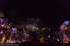 Believe... In Holiday Magic fireworks (Disney Dan) Tags: november 2017 winter disney disneyparks disneylandresort disneylandpark holidaytime believe…inholidaymagic anaheim believeinholidaymagicfireworks ca california christmas christmasseason dlr disneyphoto disneypics disneypictures disneyland disneylandcalifornia disneylandresortcalifornia fireworks travel vacation
