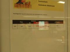 Endlich mal ausschlafen (mkorsakov) Tags: dortmund hbf bahnhof mainstation hinweistafel info flyer zettel abfahrt departure