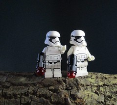 Mission in the forest (Adraryel1) Tags: starwars guerrestellari lego toy toys stormtrooper stormtroopers firstorder