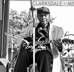 delta bluesman juke fest  - watch this: (Shein Die) Tags: blues juke festival honeyboy blackandwhite bw monochrome music jukejointfestival