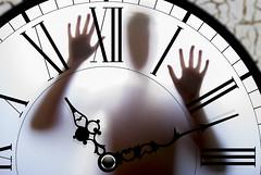 Atrapado en el tiempo (javipaper) Tags: time clock miedo fear tiempo reloj panic surrealismo