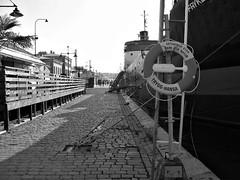 Packhuskajen, Göteborg, 2011 (biketommy999) Tags: göteborg sverige sweden biketommy biketommy999 2011 svartvitt blackandwhite båt boat