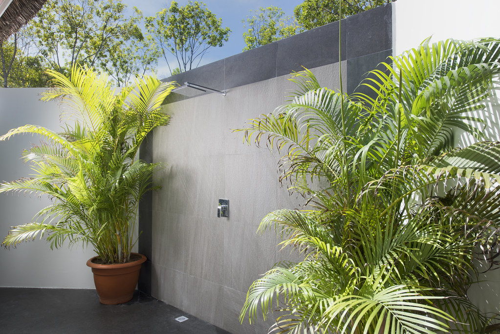 Beach Bungalow - Bathroom Outdoor Shower