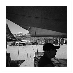 Image Singulière du Portugal #70 (Napafloma-Photographe) Tags: 2017 algarve architecturebatimentsmonuments bandw bw bâtiments catégorieprojet géographie métiersetpersonnages personnes portugal techniquephoto vacances blackandwhite marché marchédesgitans monochrome napaflomaphotographe noiretblanc noiretblancfrance photoderue photographe province streetphoto streetphotography loulé algarves pt street