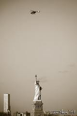 NYC 2017 (Xtarlight) Tags: fototoni newyork nuevayork manhattan buildings building arquitecture arquitectura blackandwhite blancoynegro sepia missliberty estatuadelalibertad statue liberty helicoptero helicopter
