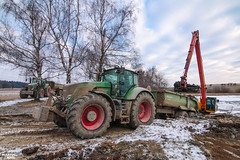 Pond Revitalization | FENDT // KRAMPE // JCB (martin_king.photo) Tags: pondrevitalization pond revitalization recoveryofthepond mud fendt krampe trelleborg trelleborgtyres green red sky clouds cloudyday blue winter snow cold coldday work three brothers fendtglobal peaceful canon photographer photo canonphoto tschechischerepublik powerfull martinkingphoto machines strong big agricultural great czechrepublic cesko farm farmlife farming agriculturalmachinery workday working modernagriculture landwirtschaft machine machinery farmingphotodaily farmingphotographydaily photoeveryday dailyfarming dailyphoto farminglife country countrylife farmer agriculture photography landscape constructions worker werfendtfährtführt jcb jcbexcavator