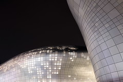 Dongdaemun Design Plaza (mbphillips) Tags: 한국 韓國 서울 dongdaemun 동대문 東大門 ddp dongdaemundesignplaza 동대문디자인플라자 junggu 중구 中區 future mbphillips zahahadid night nighttime sigma1835mmf18dchsm dark darkness asia 亞洲 fareast アジア 아시아 亚洲 夜晚 밤 noche 黑暗 어둠 oscuro dongdaemungu 동대문구 東大門區 korea 韩国 southkorea 대한민국 republicofkorea 大韓民國 geotagged photojournalism photojournalist 将来 futuro 將來 미래 architecture 건축학 arquitectura 建筑学 建築學 curve canon80d seoul capital 首都 수도